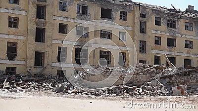Edificio viejo vacío destruido almacen de metraje de vídeo