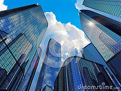 Edificios modernos del negocio