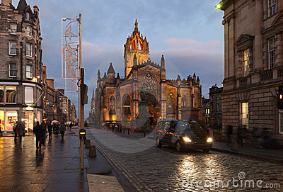 Edinburgh Roal Mile and St. Giles cathedrale.