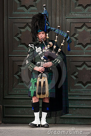 Edinburgh street bagpiper Editorial Image