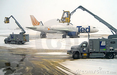 Editorial: Airplane Deicing Operations v3 Editorial Stock Photo