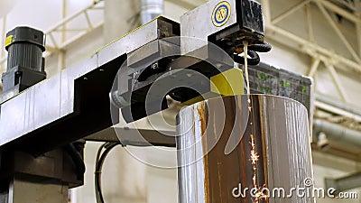 EDM-skärmaskin i tung industri Teknik och teknik arkivfilmer