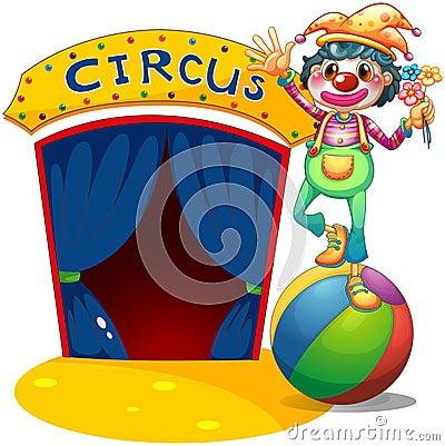 Een clown die boven de luchtbal in evenwicht brengen