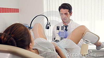 Examination gyneco avec des instruments medicaux et le fist - 3 part 3