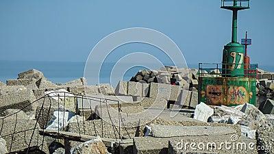 Een haven van ruïnes stock video
