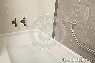 Een ouderwetse badkamers ath stock foto beeld 31354310 - Ouderwetse badkamer ...
