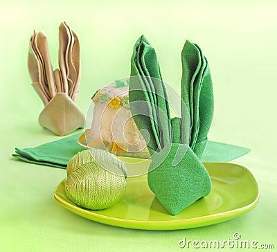 Een servet wordt gebouwd bij vormPasen konijn