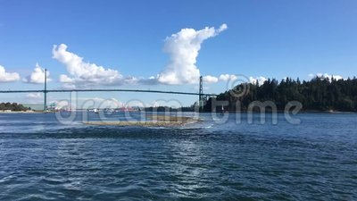 Een Timelapse-video van Cruise Ship depering from Vancouver bay stock footage