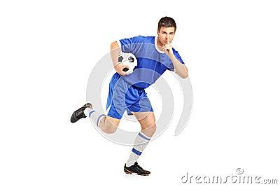 Een voetballer lopende en gesturing stilte