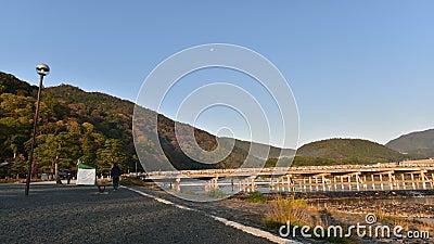 Een zonneschijn op een vroege ochtend in Arashiyama stock video