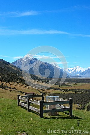 Eenzaam Graf, MT Cook.