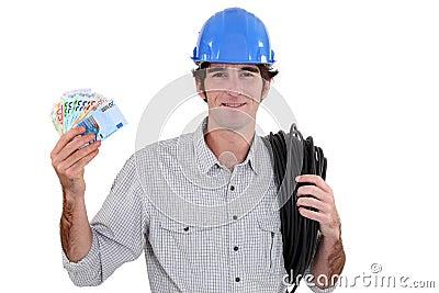 Efectivo que contellea del electricista