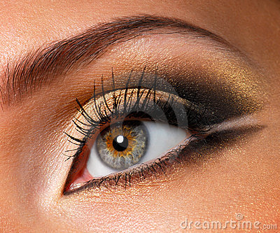Effective golden-brown make-up