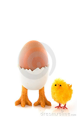 Free Egg-cup With Easter Chicken Royalty Free Stock Image - 7815566