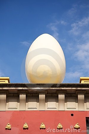Egg sculpture at Figueres
