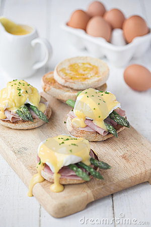 Free Eggs Benedict With Ham & Asparagus Royalty Free Stock Image - 19918886