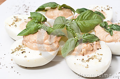 Eggs with tuna sauce