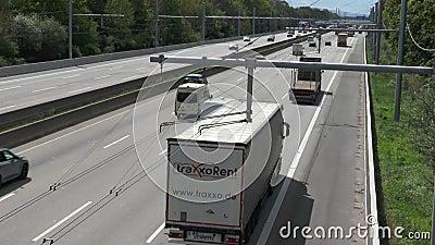 EHighway na estrada alem?o A5 entre Langen e Weiterstadt video estoque