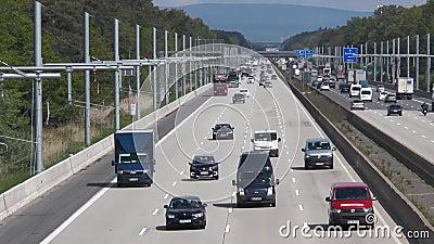 EHighway na estrada alem?o A5 entre Langen e Weiterstadt vídeos de arquivo