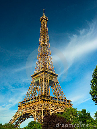 Eiffel paris torn