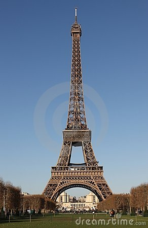 Eiffel Tower cloudless