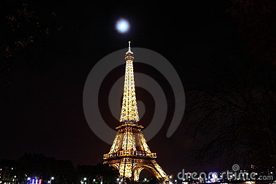 Eiffel tower at night Editorial Stock Photo