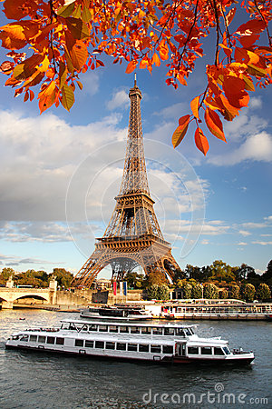 Free Eiffel Tower With Autumn Leaves In Paris, France Royalty Free Stock Photography - 27382977