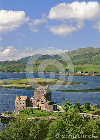 Free Eileann Donan Castle, Kintail, Scotland Royalty Free Stock Photo - 31454665