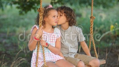 Dating mit einem mädchen, das ein kind hat