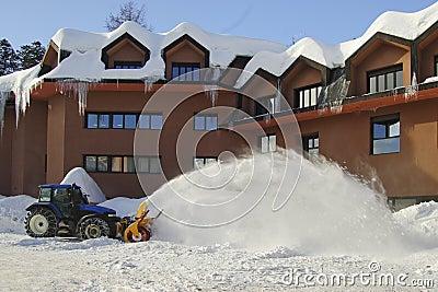 Ein Schneepflug in der Aktion