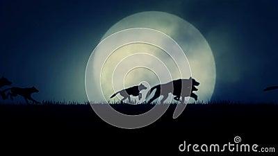 Ein Wolfsrudel, der in einen steigenden Vollmond-Hintergrund läuft