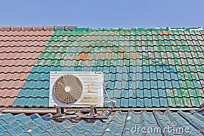 eine alte klimaanlage auf dem dach stockfotos bild 22262603. Black Bedroom Furniture Sets. Home Design Ideas
