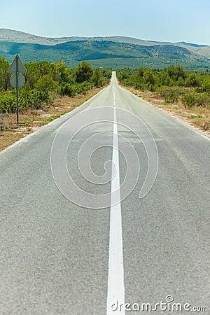 Eine gerade Straße