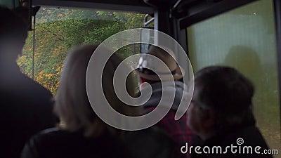 Eine Gruppe Leute fährt mit dem Bus stock video footage