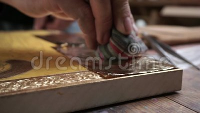 Eine Ikone, umfasst mit einem goldenen Blatt stock footage
