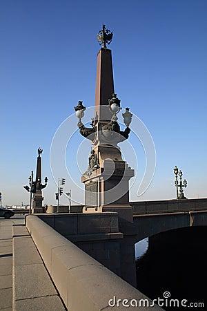 Eine Spalte auf der Troitskiy-Brücke