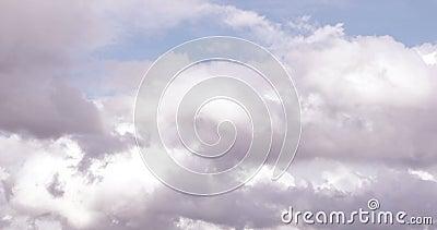 Eine Zeitspanne der Wolken, die ?ber Himmel laufen stock video