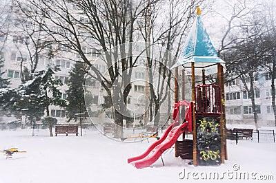 Einfrierendes Spielplatzschloss