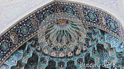 Eingang zur Moschee Arabeske Fassade traditionelles Mosaik stock video