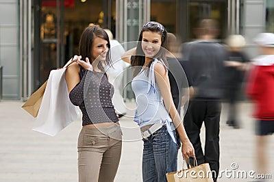 Einkaufenfrauen