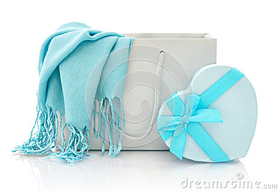 Einkaufstasche mit Geschenkbox
