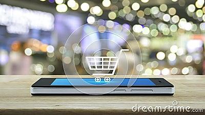 Einkaufswagen-Flachbild-Ikone auf dem modernen Smartphone-Bildschirm auf Holztisch über dem verschwommenen Licht und Schatten des stock video footage