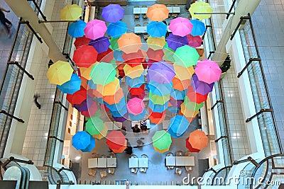 Einkaufszentrum-Regenschirm Redaktionelles Stockfoto