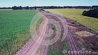 Eisenbahn zwischen Feldern stock video