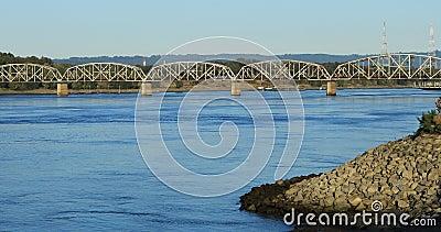 Eisenbahnbrücke über Columbia River in Vancouver, Washington 4K stock video footage