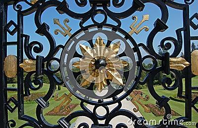 Ejemplo de la cerca del hierro labrado de la artesanía