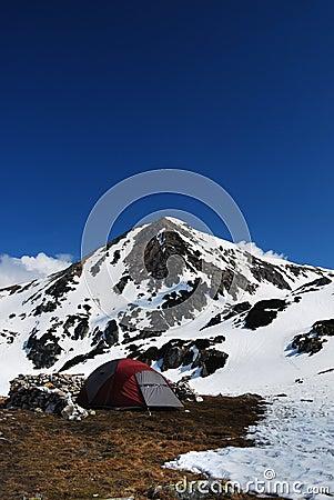 El acampar en montañas