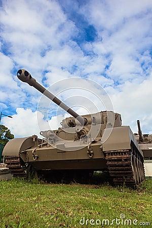 El aherrumbrar de la Segunda Guerra Mundial de los tanques Fotografía editorial