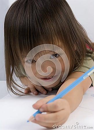 El alcanzar con el lápiz