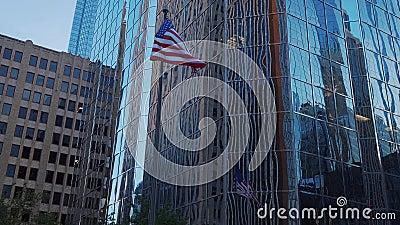 El buidling moderno de la oficina y Falg de los Estados Unidos en el Oklahoma City - los E.E.U.U. 2017 metrajes